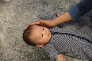 シープスキン・ラグと赤ちゃん